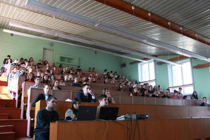 Высшая школа социально-гуманитарных наук и международной коммуникации в САФУ