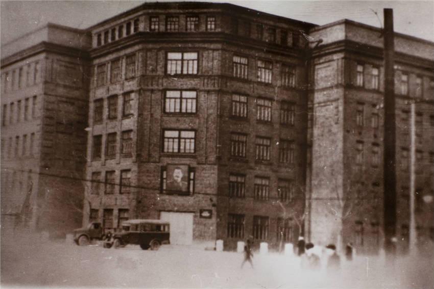 Развитие высшего медицинского образования в Красноярске началось в годы Второй мировой войны.